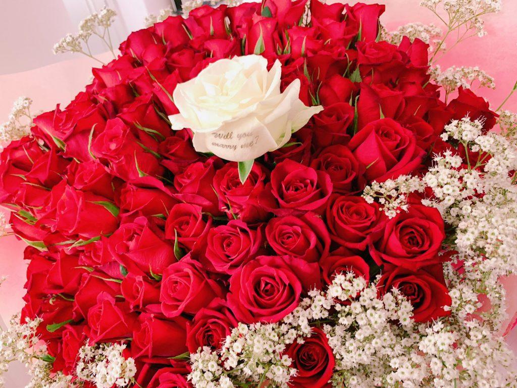 プロポーズのバラの花